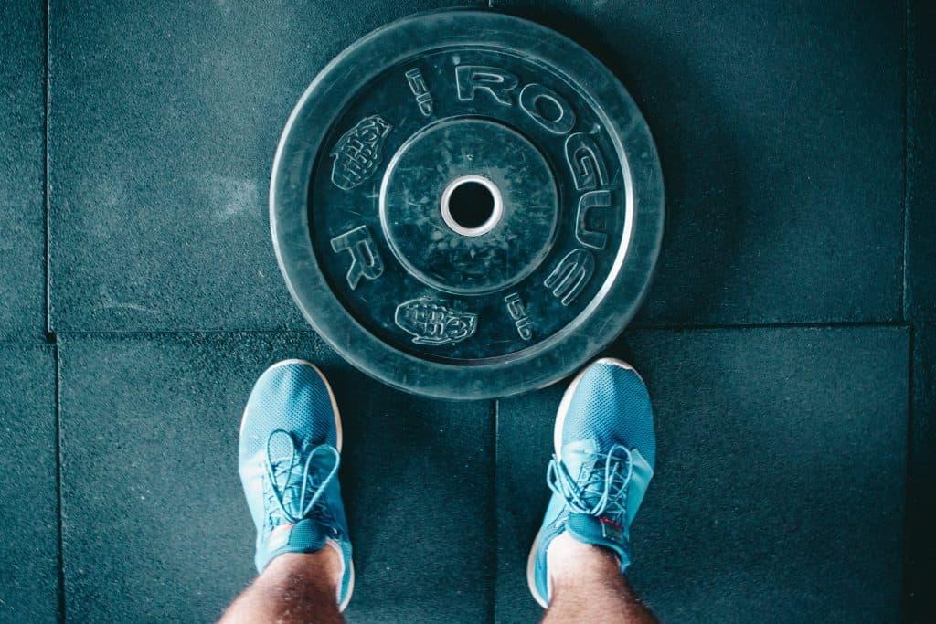 Biceps trainen met barbell